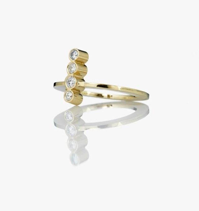New gold ring with diamants