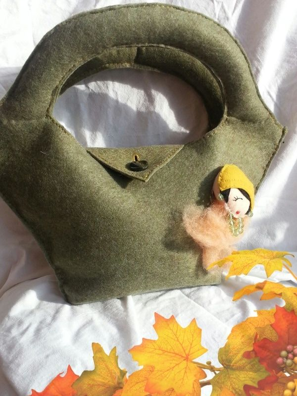 Lo♡Bag Lola - Wacoh   borsa di dimensioni contenute  in feltro verde melange,chiusura bottone, in vendita su wacoh la nuova piattaforma dell'handmade sezione sartoria  vetrina AbiLolly