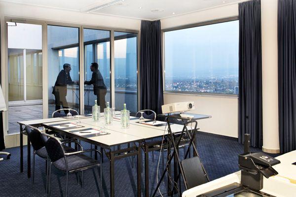 Eines der Konferenz- & Seminarräume / One of the conference and seminar rooms   H4 Hotel Kassel