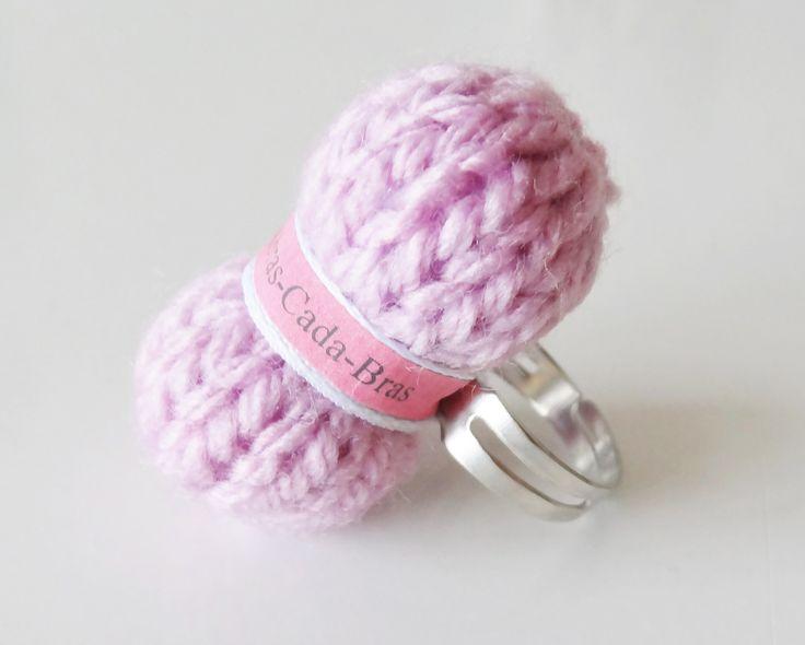 Bague en forme de pelote de laine rose bonbon ( personnalisables ) : Bague par abras-cada-bras