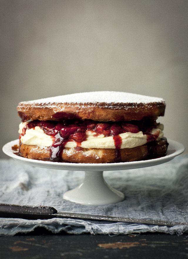 limoncello and balsamic strawberry sponge cake | Via: what katie ate