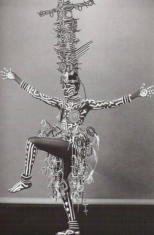 Robert Mapplethorpe - Grace Jones 1984, painted by Keith Haring.