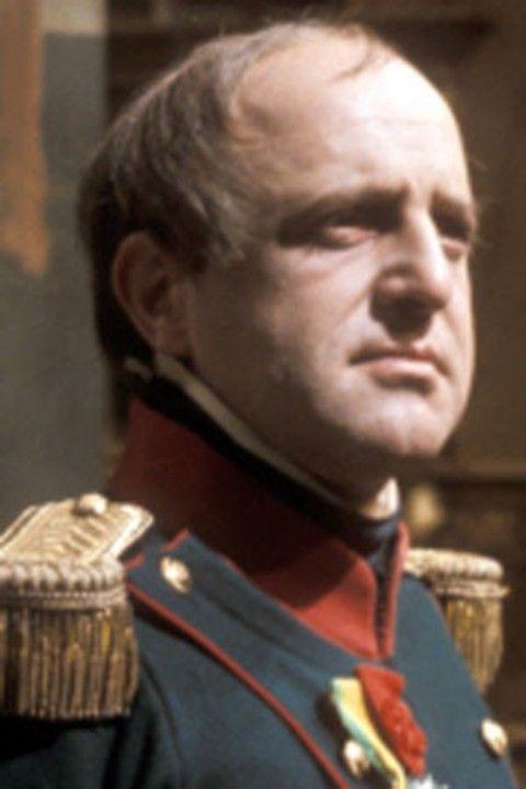 """David Swift nato il 3 aprile del 1931 é un attore inglese che ha interpretato Napoleone nel film """"Guerra e Pace"""" nel 1973"""
