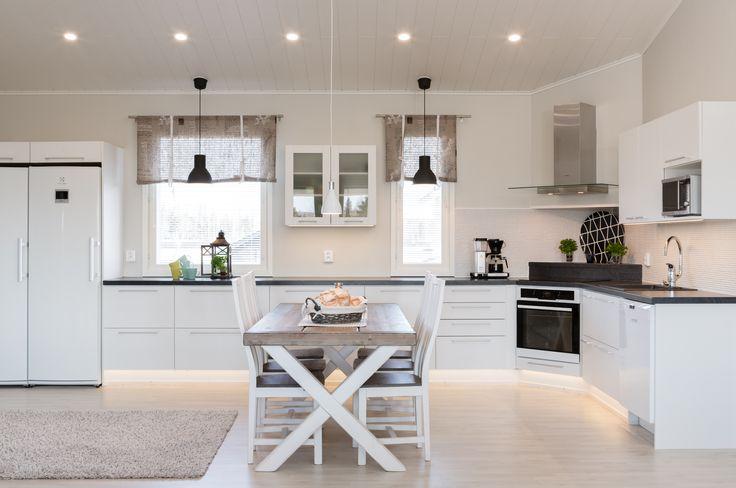 Kun kotisi suunnitellaan suurella sydämellä, on lopputulos täydellinen. Tämä keittiö saa pysähtymään hetkeksi.