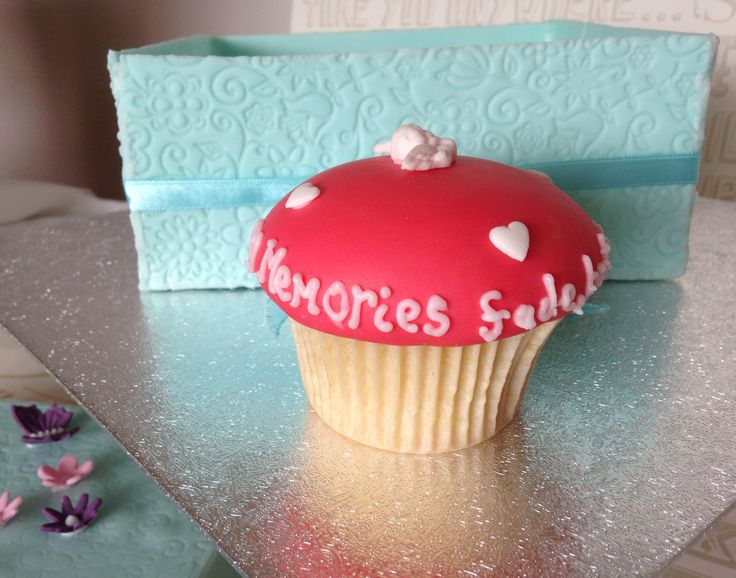'Memories fade, but the heart remembers' cupcake for dementia charity exhibition