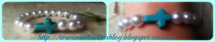 Pulsera elástica con perlas de imitación y abalorio en forma de cruz azul  Precio: 2,50 €/unidad + 0,50 € de gastos de envío
