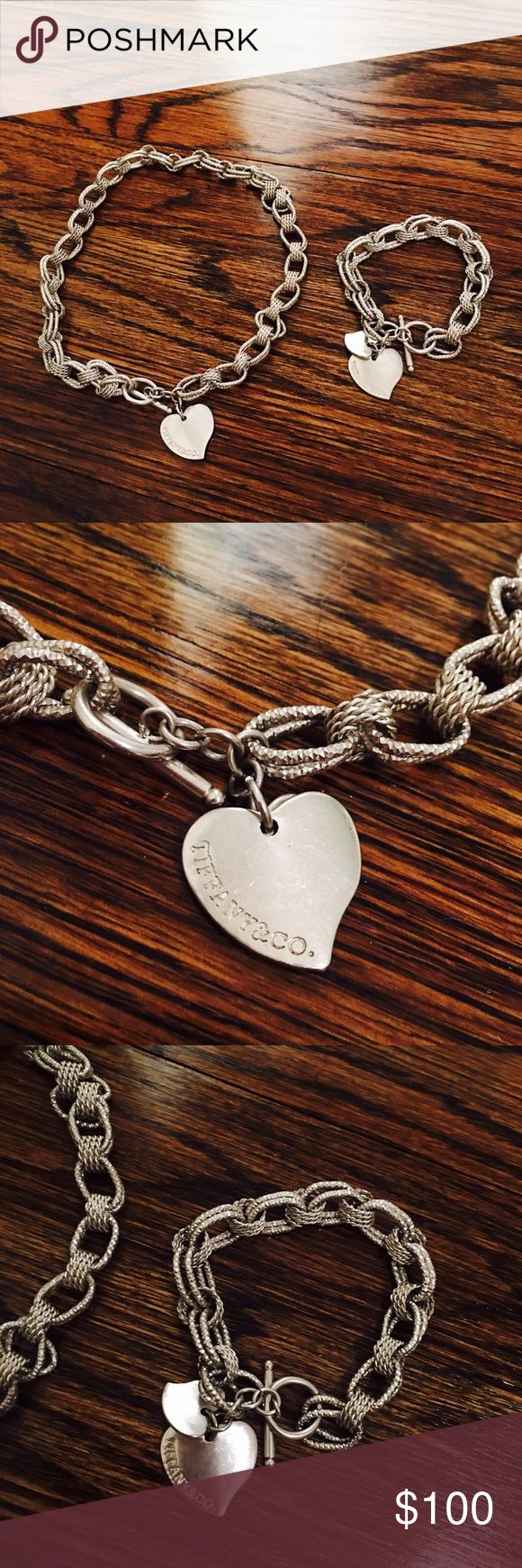 925 TIFFANY & CO 🛍🎉🎀💞💞 I got this off of posh. It has been used few times but I never used it myself. Its 925 silver and in very good condition. Please note that price reflect if its tifanny&co or not so do not ask me that. I need it gone Im not using it. Thank you! Price isnt firm make an offer!! 😘😘😘🎀👍🏻🛍🛍🛍🛍🎉❣️❤️🎉😍 Tiffany & Co. Jewelry