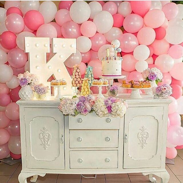 We love the balloon wall trend we see popping up! Stunning dessert station styled by @stylish_events_decorations and balloon wall by @partysplendour. #balloonwall #balloon #trend #party #pink #partydecor #dessert #desserttable