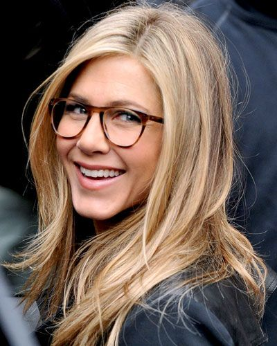 """JENNIFER ANISTON IN ROUNDED RECTANGULAR FRAMES WORKS FOR """"The soft, rounded angles of the rectangle make this style suitable for angular faces as well as round faces,"""" DITTO.com, """"The top of the frame is slightly curved and upswept, which makes it a particularly flattering choice for oval faces, or heart-shaped faces with high cheekbones."""" FIT TIP """"It's all about proportions and balance,"""""""