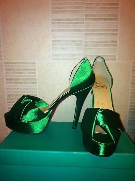 Хочу зеленые атласные туфли