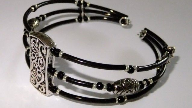 memory wire projects | Memory wire bracelet silver and black | Busymitts