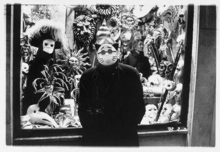 Nobuyoshi Araki, Senza titolo (serie Araki in Venice), 2002. Stampa sali d'argento.