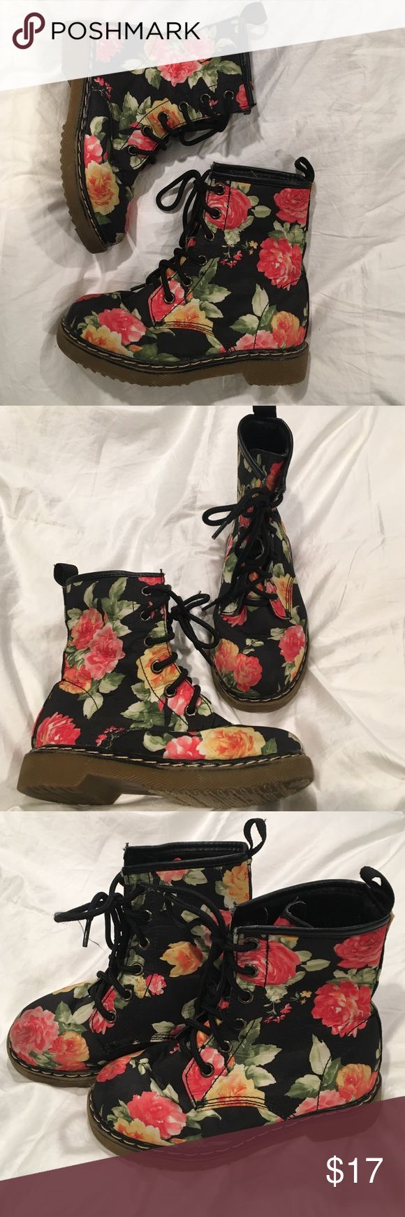 Little girls size 13 floral print combat boots Super cute little girls combat boots with floral detail on black background. Size 13 Shoes Boots
