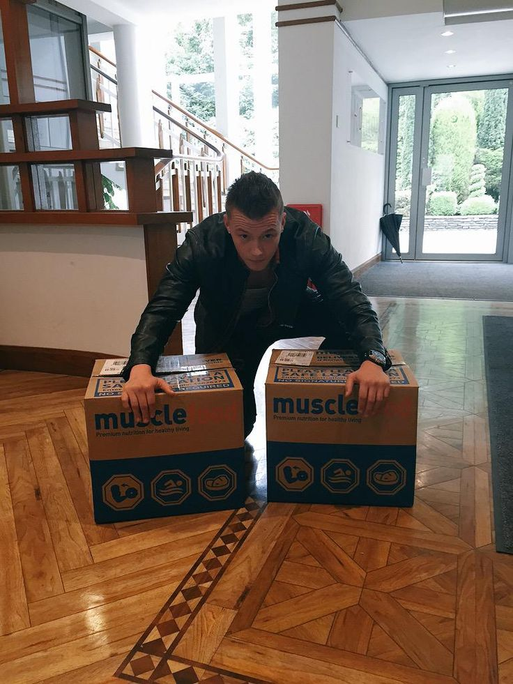 """Hollyoaks' Charlie Wernham loves it ;)  """"Great end to my day!!! Got my lovely @MuscleFoodUK delivery, love it! Cheers guys! #TweetYourMeat"""" www.musclefood.com"""
