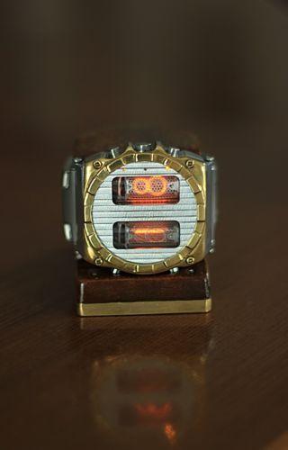 Nixie-Watch-due-tubes-IN-16-fatto-a-mano-con-accelerometro