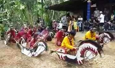 Kuda Lumping, a traditional dance of Indonesia.