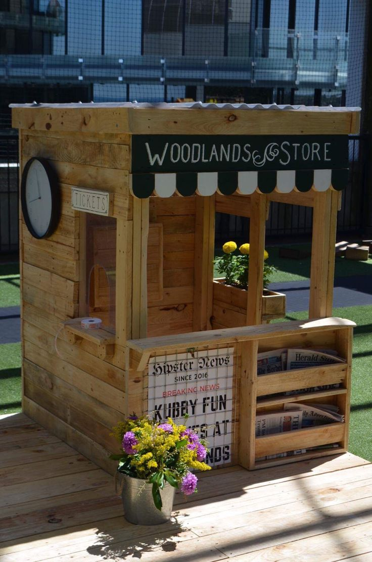 Best 25 pallet playhouse ideas on pinterest pallet for Building a wendy house from pallets