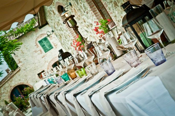 Wedding in Tuscany, romantic wedding in romantic restaurant Taverna di Bibbiano between Siena and San Gimignano. A romantic Wedding Reception near Siena.