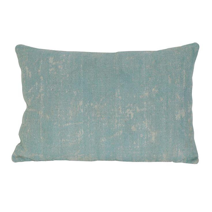 Mooie en kwalitatieve kussens kun je nooit genoeg hebben. Daarom hoort woonkussen Izmir licht-groen ook op jouw bed of bank thuis voor decoratie en comfort. Het woonkussen is gemêleerd dat geeft een speels effect. Sierkussen Izmit licht-groen heeft een mooie licht groene kleur en is gemakkelijk te combineren met andere kussens. Het kussen is gemaakt van textiel en is inclusief binnenvulling. De afmeting van sierkussen Izmir in het licht groen is 40x60.