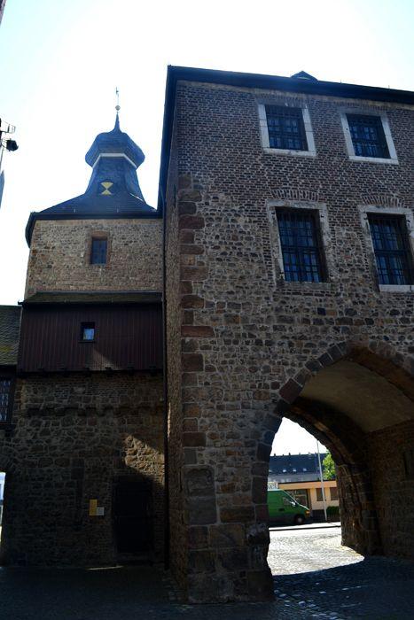 Hexenturm von Kleiner Rurstraße gesehen; Blick auf Walramplatz