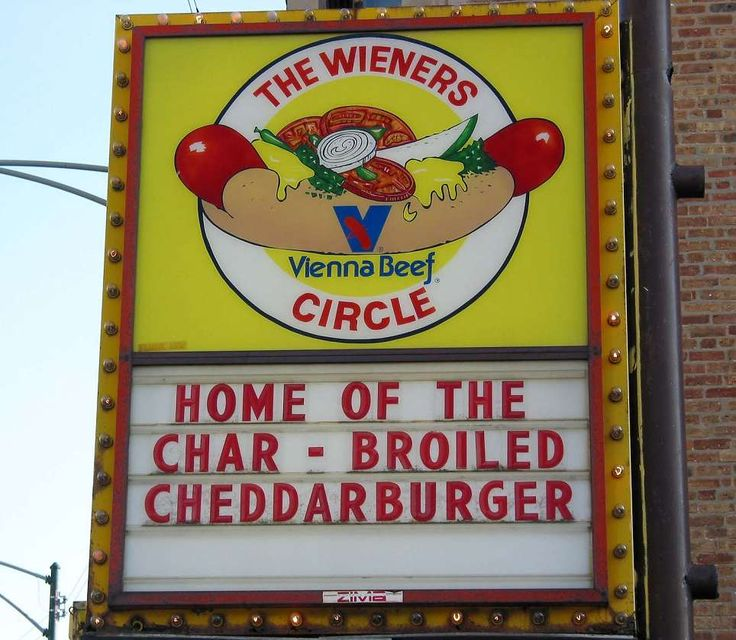 Hot dog's & chocolate milk shakes @ The Wiener Circle in Lincoln Park. #chicago #places_to_eat #fast_food