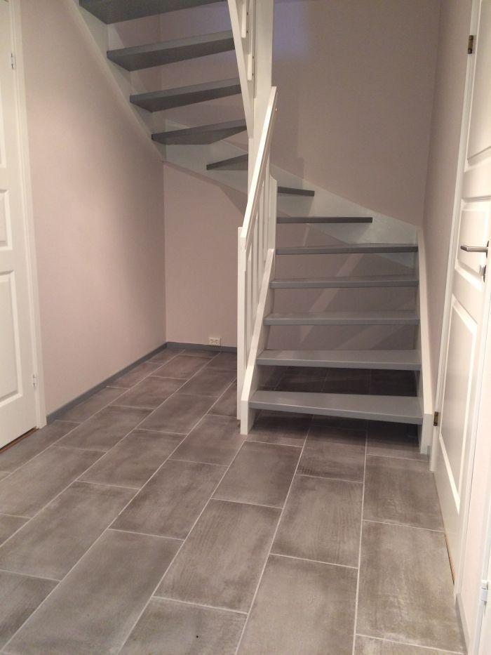 Nymalt trappegang og nye #fliser. #Lyst og lekkert!