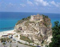 """Calabria's most famous sight: The so called """"Santa Maria dell'Isola"""" in Tropea * Costa degli Dei"""