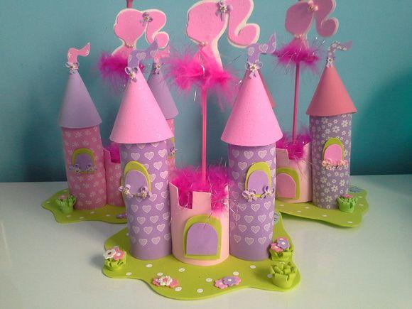 Lindo enfeite de mesa Barbie confeccionado em eva.  Acompanha pega balão.  Confeccionamos em todas as cores e temas, cosulte nos.  As cores podem variar conforme estoque disponível.  Pedido mínimo de 20 unidades.  Pedido acima de 40 unidades temos preço especial, consulte nos. R$ 27,60