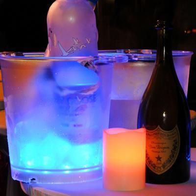 Hvem sagde drengerøv og party?! Den her LED lysende spand til flasker og øl er bare for cool. Den er tilføjet min ønskeliste og er perfekt til sommerfester! #Gadgets #Isspand