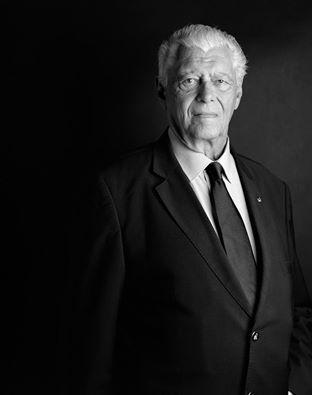 'A Moda das Tranças Pretas' es nuestra canción del domingo, en homenaje al fadista Vicente da Câmara fallecido ayer a los 87 años.
