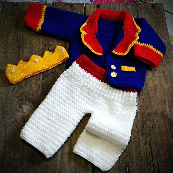 Conjunto confeccionado em crochê em fio antialérgico  Cor azul royal,vermelho, amarelo e branco  Tamanhos RN/ 1 s 3/3 a 6/6 a 9 /9 a 12 meses
