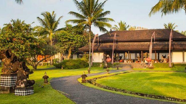 Sebenarnya, hotel mewah ini merupakan bekas kediaman Hendra Hadiprana, seorang kolektor benda seni terkemuka di Bali. Karenanya, seluruh areal The Chedi Club at Tanah Gajah dipenuhi dengan benda-benda seni khas Bali yang unik dan menarik. Harga hotelnya pun menarik, yuk pesan http://www.voucherhotel.com/indonesia/ubud/225808-the-chedi-club-at-tanah-gajah-ubud-ubud/