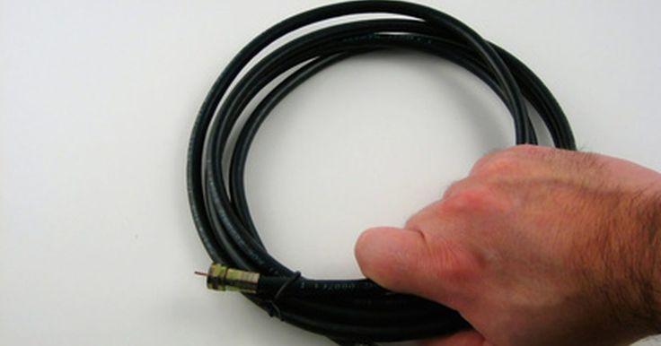 Cómo conectar una TV con un decodificador de DTV. Desde la transición a la TV digital del 12 de junio de 2009, cualquiera que utilice una TV analógica que no esté conectada a un receptor de cable o de satélite necesita conectarla a un decodificador de TV digital (DTV) para recibir las estaciones de TV locales por aire. El proceso de conexión de un decodificador DTV a una TV es simple. Si estás ...