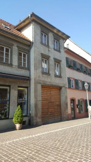 Ettenheim, renovierungsbedürftiges Haus in Altstadt, 272.000 €  Kaufpreis,  280 m² Wohnfläche (ca.),  12 Zimmer,  305 m²
