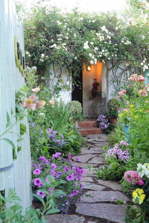 garten gestalten gartenwege schöner gartenweg pflanzen Blümchen - kleiner garten gestalten