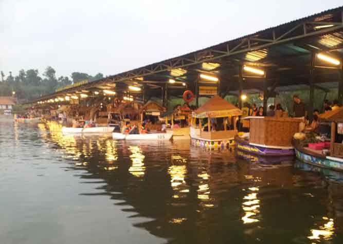 Wisata Kuliner Yuk Di Floating Market Lembang Bandung Seru Lho Disini Kalian Bisa Cobain Banyak