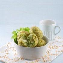 DONAT BAYAM KEJU http://www.sajiansedap.com/recipe/detail/3368/donat-bayam-keju