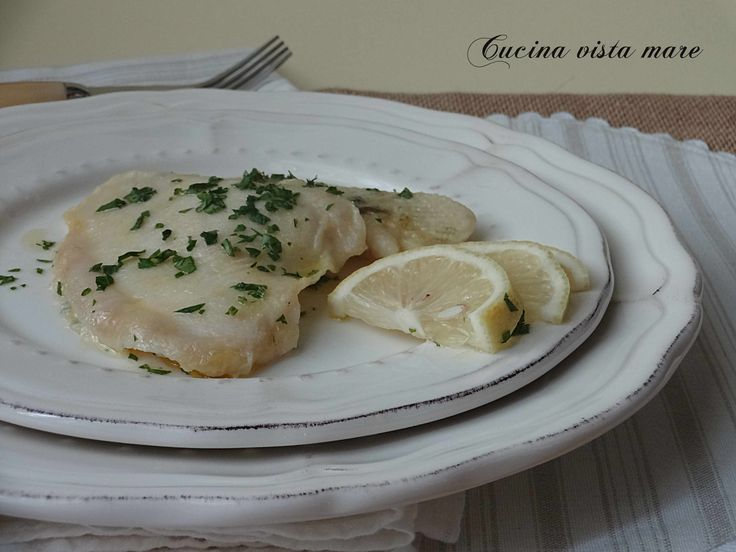 I filetti di platessa al limone sono un secondo piatto di pesce sano, gustoso, leggero e profumato al limone: una ricetta semplice da preparare velocemente!