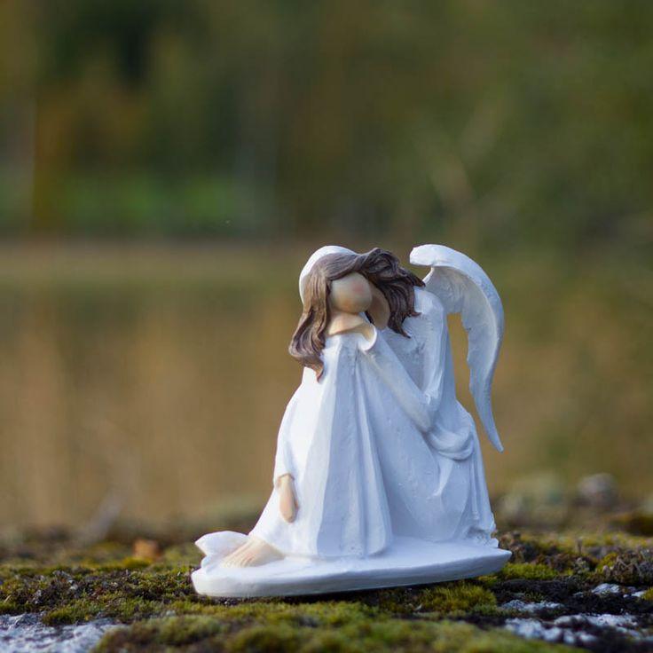 Ängel Elise sittande