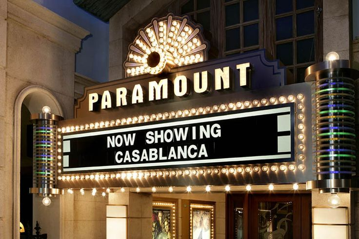 Paramount. Home theater sign. COOL. #diy #cinema #room decoration.