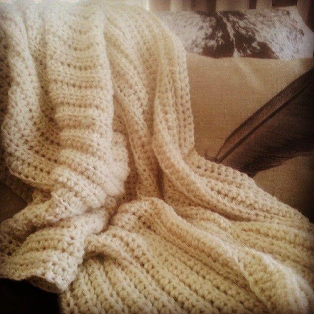 Just completed this scrummy large chunky crochet throw by @wolfandyarzz #wolfandyazz#crochet #crochetaustralia#chunky#throw#blanket #blankie#homeinteriors #homedecor #decor #livingroomdecor #bedroom #bedroomdecor #naturalelements#natrualstyling #naturaldecor #countrydecor #countrystyle #bohodecor #bohointeriors #bohoinspo