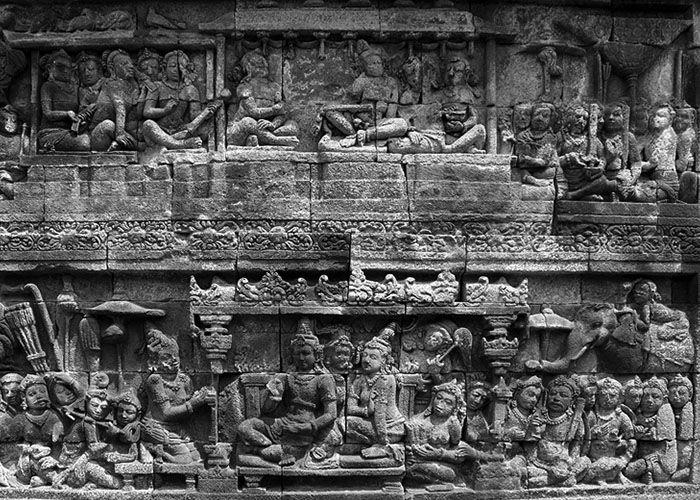 """Nama kerajaanMatarāmmuncul pertama kali pada masa pemerintahan raja Sañjaya yang memerintah sejak 717 M, karena ia bergelar Rakai Matarām. Dengan perkataan lain, ia mempunyai wilayah Matarām sebagai wilayah """"lungguh""""nya. Sampai kepada masa pemerintahan raja Dharmawaṃśa Tǝguh, antar…"""