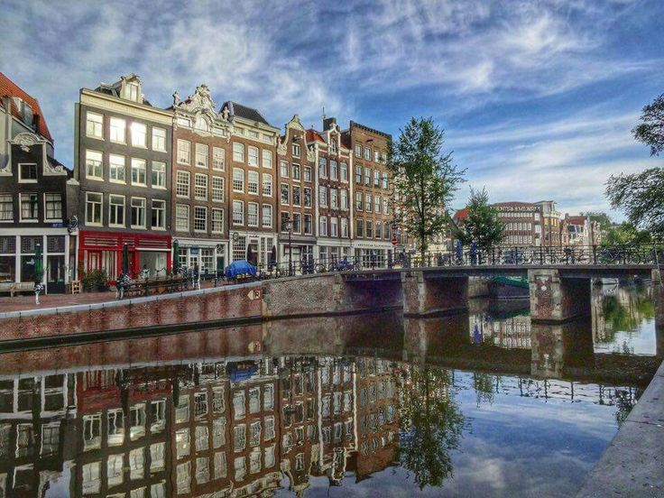 Spiegeling op de Prinsengracht te Amsterdam