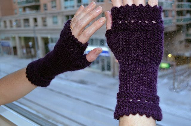 Susie Rogers' Reading Mitts - completed set