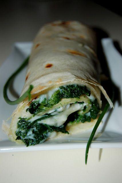 Wrap di piadina con spinaci e gorgonzola