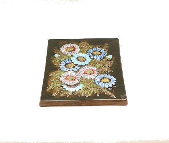 Cute 60s vintage retro Wall Plaque with beautiful flowers.