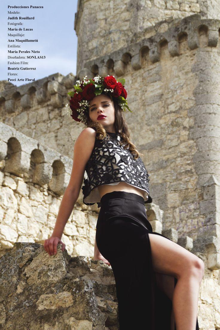 Localización: Castillo de Barcience (Toledo, España)  Flores: Pecci Arte Floral  Maquillaje: Ana Maquillametu  Estilismo: María Perales Nieto  Modelo: Judith Rouillard  Fotografía: María de Lucas  Vídeo y Edición: Beatriz Gutiérrez  Producido por: PRODUCCIONES PANACEA   ©ALL RIGHTS RESERVED. Use without permission is illegal ------- #moda #rosa #rose #queen #corona #flores #Barcience #Toledo #editorial