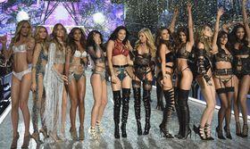 Οι νέοι άγγελοι της Victorias Secret   Έτοιμοι να βάλουν τα αποκαλυπτικά εσώρουχα τους και αστραφτερά στους ώμους για να λάμψουν.  from Ροή http://ift.tt/2vDTEdu Ροή
