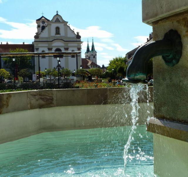 Vác, Főtér, víz, Hungary
