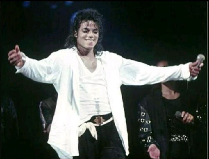 Man In The Mirror Los Angeles 1989 In 2020 Michael Jackson Michael Jackson Bad Michael Jackson Bad Tour